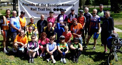 24 people grouped under the Friends of the Bendigo-Kilmore Rail Trail banner