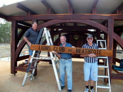 Installation of the Lions Club of Heathcote sign installation, 3 Jan 2016. Photo: Daryl Dedman
