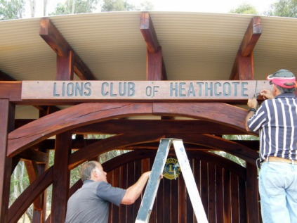 The final touches for the Lions Club of Heathcote sign installation, 3 Jan 2016. Photo: Daryl Dedman