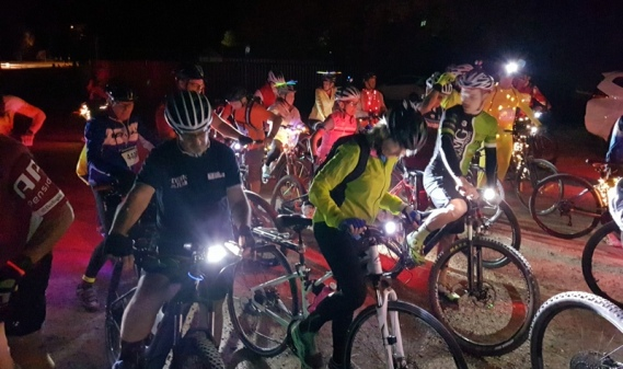 Riders get ready at the event start, Axedale. Photo: G.Long
